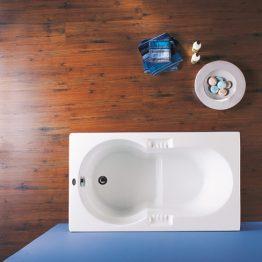 Διαστάσεις: 1,20×0,70 Έξοδοι υδρομασάζ: - Έξοδοι αερομασάζ: - Χωρητικότητα 95lt Άλλη μια εξαιρετική πρόταση για μικρά μπάνια με… ειδικές απαιτήσεις! Διαθέτει χαμηλό κάθισμα, καθώς και σαπουνοθήκες κι αποδεικνύει πως οι μεγάλες απολαύσεις χωρούν και σε… μικρές επιφάνειες.